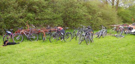 Brav snd sie meisten trotz Nieselwetter mit dem Rad gekommen!