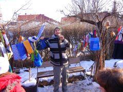Jens freut sich über seine neue Tasche von Nini´s Stand!